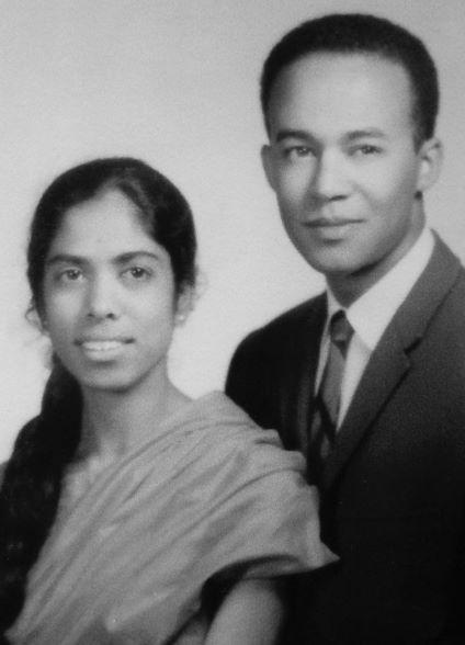Kamala Harris, quella foto dei genitori  e la promessa di un'America diversa