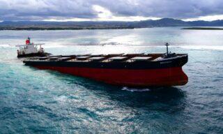 Mobilisation Nationale Wakashio | Il cargo giapponese MV Wakashio arenato nelle acque di Mauritius