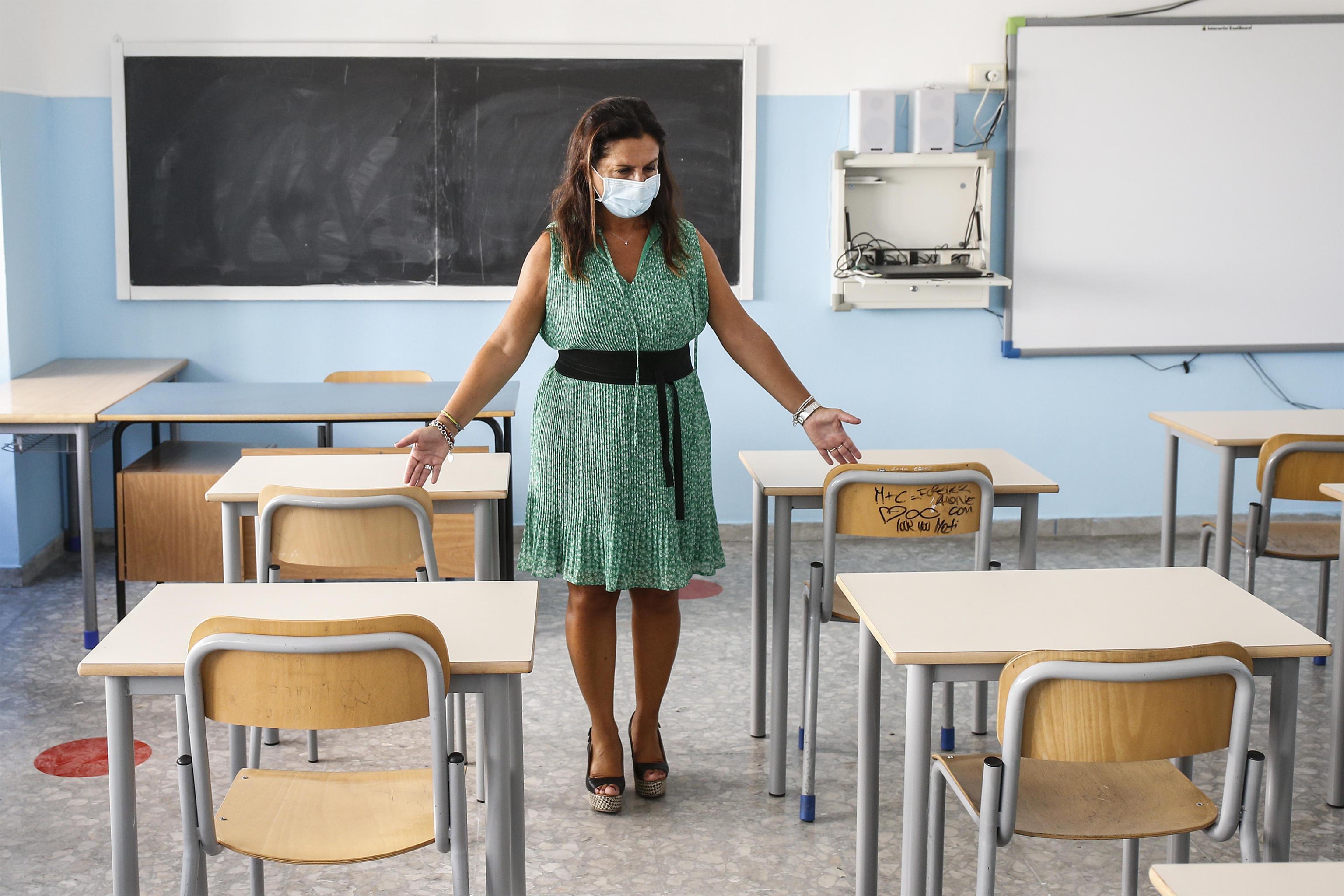 Si torna in classe ancora a colpi di Tar: i giudici riaprono in Campania, la Puglia verso il rinvio per le superiori