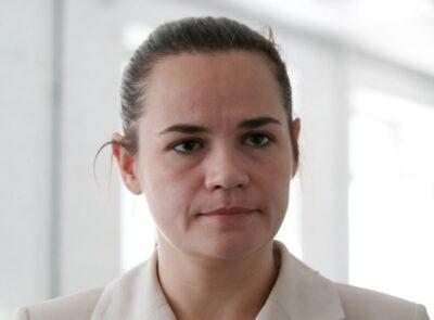 «Molti mi giudicheranno, altri mi odieranno, ma l'ho fatto per i miei figli»: Tikhanovskaya spiega la fuga dalla Bielorussia dopo il voto e le proteste – Il video
