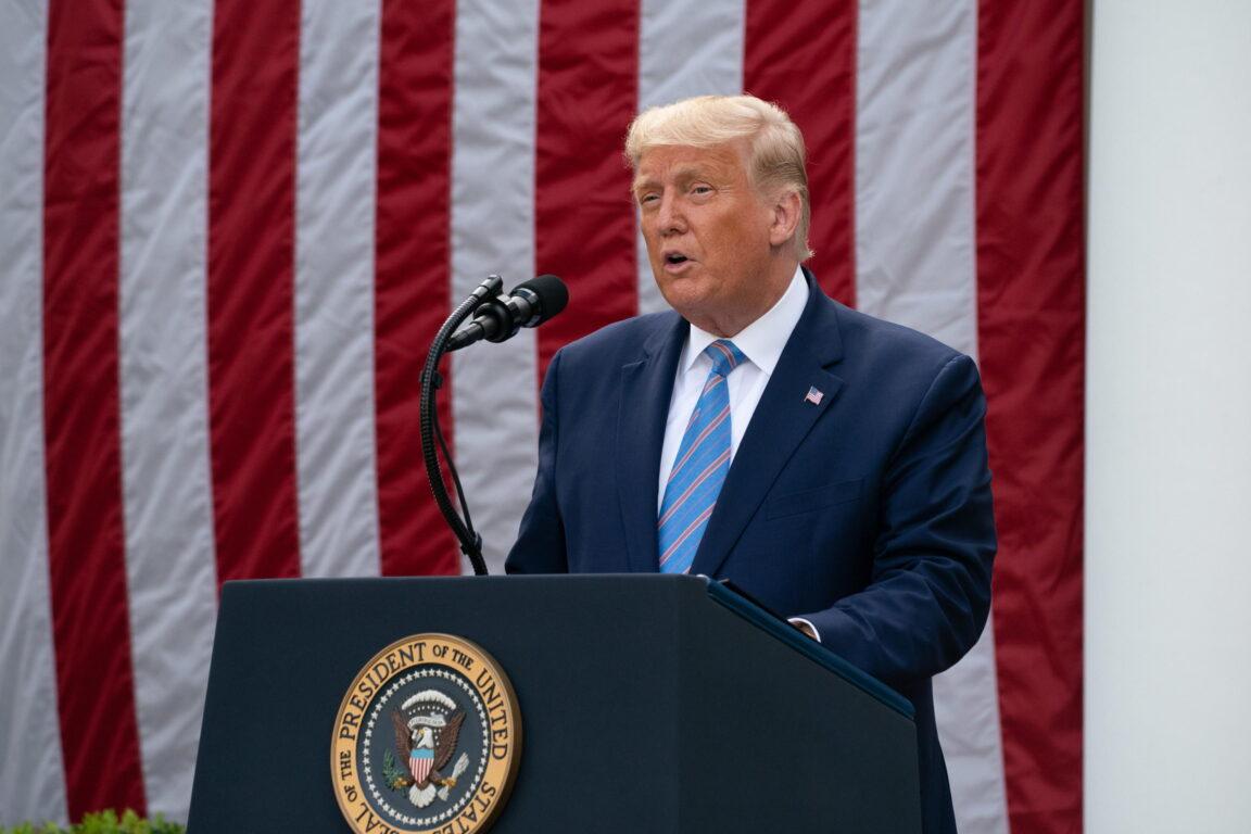 Covid 19, ultime notizie – Donald Trump annuncia l'arrivo dei test rapidi. Regno Unito, positivi dieci calciatori nella Premier League