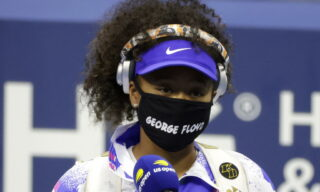 epa08655488 Naomi Osaka of Japan wears a George Floyd face mask as she enters the court to play Shelby Rogers of the USA before their match on the ninth day of the US Open Tennis Championships at the USTA National Tennis Center in Flushing Meadows, New York, USA, 08 September 2020. Due to the coronavirus pandemic, the US Open is being played without fans and runs from 31 August through 13 September.  EPA/JASON SZENES