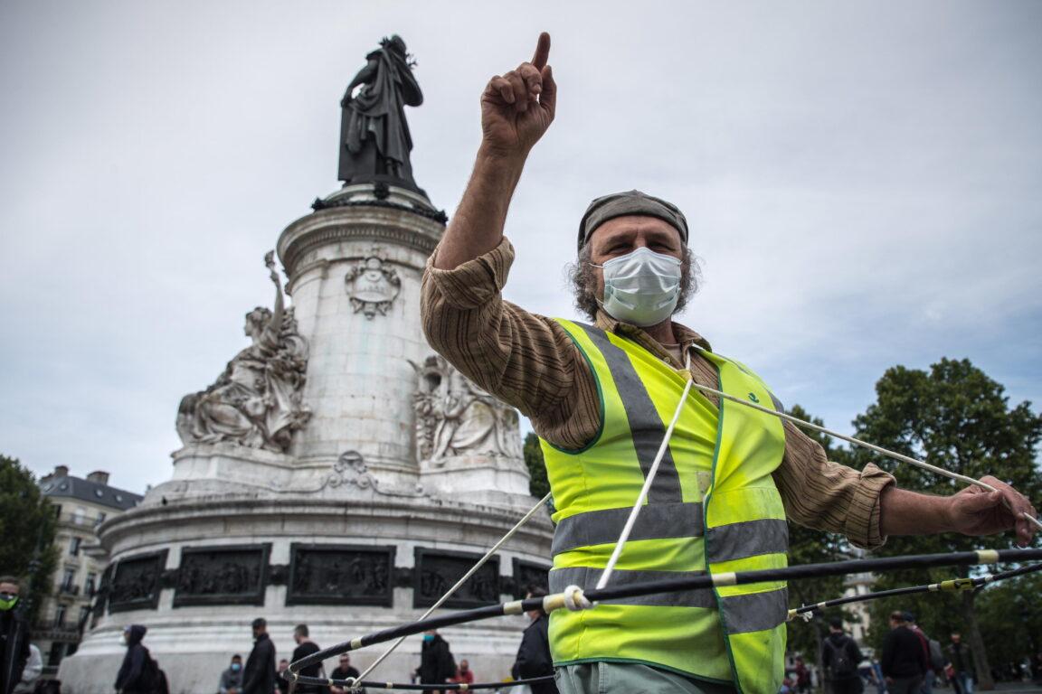 Negazionisti d'Europa. Come si è allargato il fronte degli scettici del Coronavirus, da Berlino fino a Londra