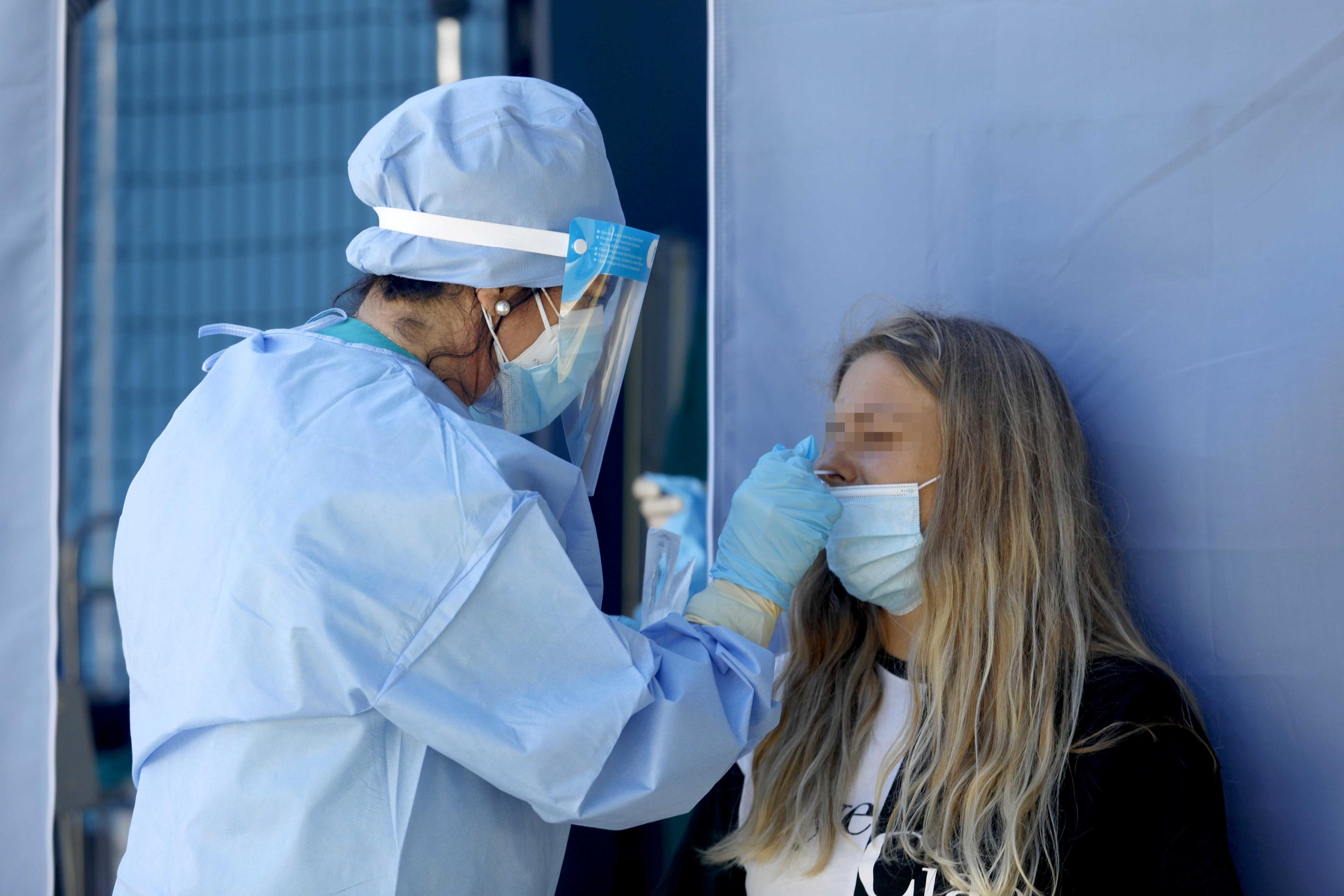 Coronavirus, il monitoraggio delle Regioni: l'indice Rt scende sotto l'1.  È il primo calo dopo cinque settimane
