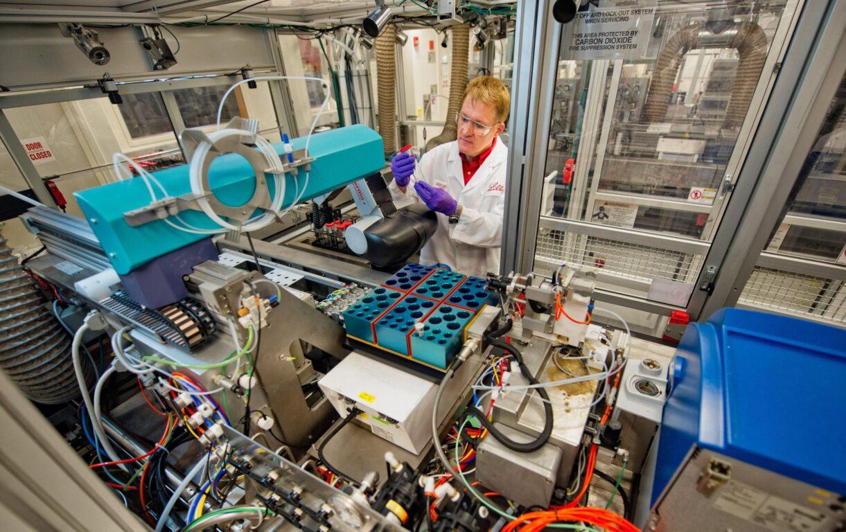 Coronavirus: anche Eli Lilly sospende la sperimentazione del vaccino