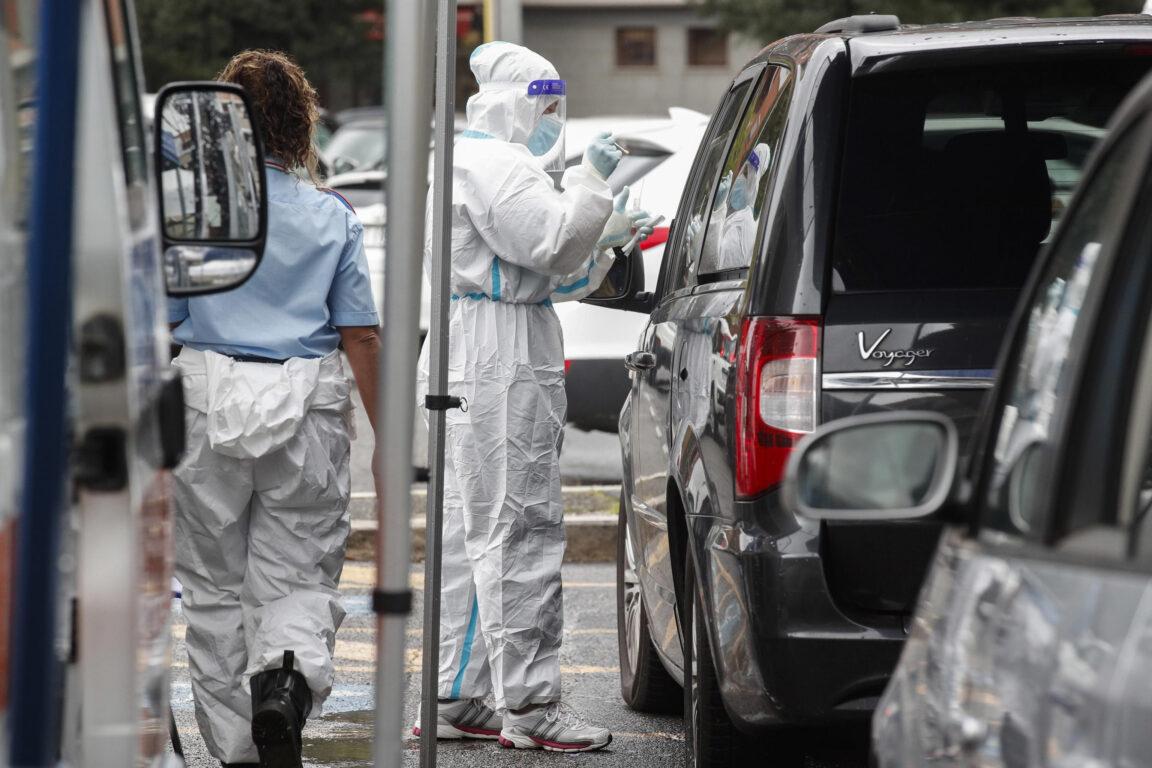 Covid-19, bollettino 12 ottobre: 4619 contagi e 39 morti