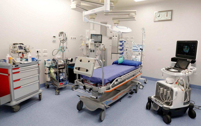 Un reparto di terapia intensiva all'ospedale Sacco di Milano