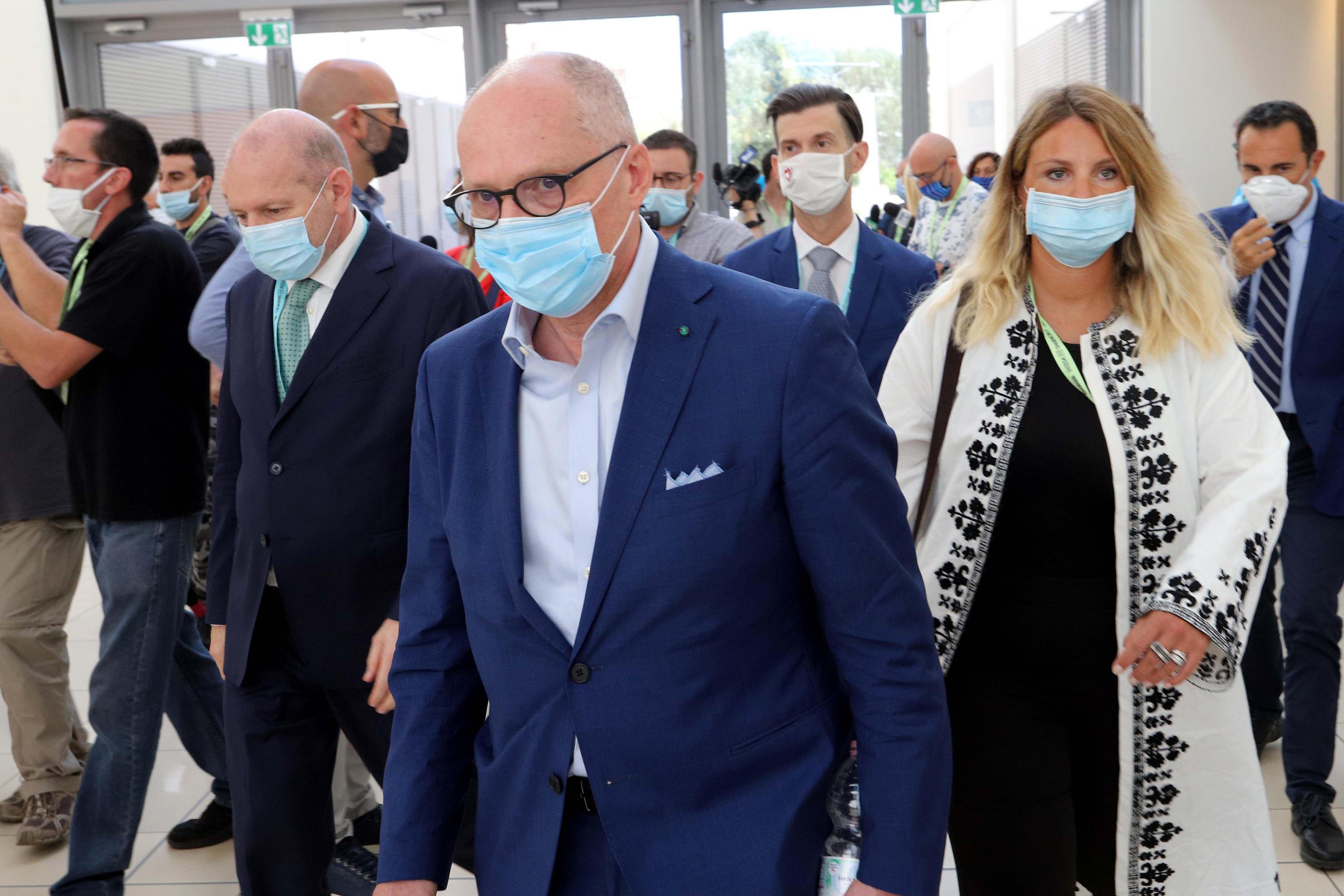 Coronavirus, Ricciardi attacca Londra: «La variante inglese? Sapevano da tre mesi e hanno taciuto. Ora serve il lockdown»