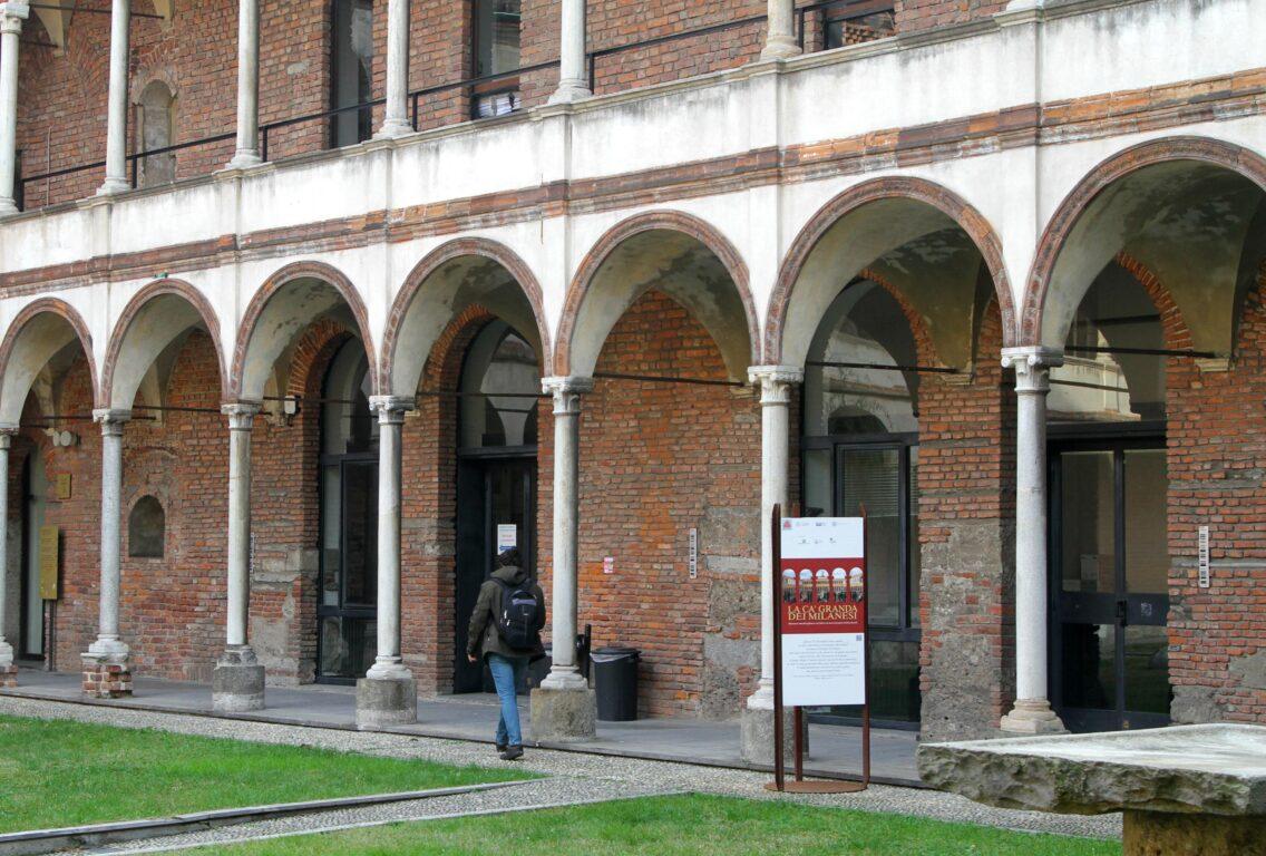 Uno dei chiostri dell'Università Statale di Milano