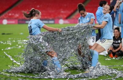 Calcio femminile, la svolta della Fifa: almeno 14 settimane di maternità garantita per le atlete