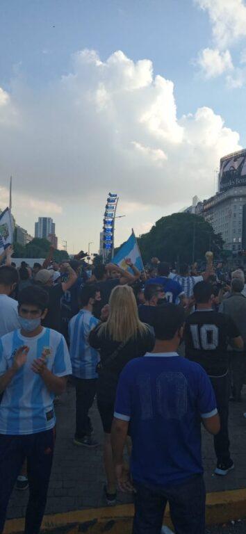 A Buenos Aires migliaia di persone in strada per omaggiare Diego Armando Maradona – Il video e le foto