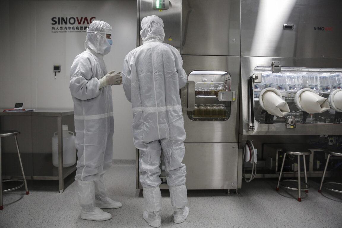 Covid, sospeso il vaccino cinese: