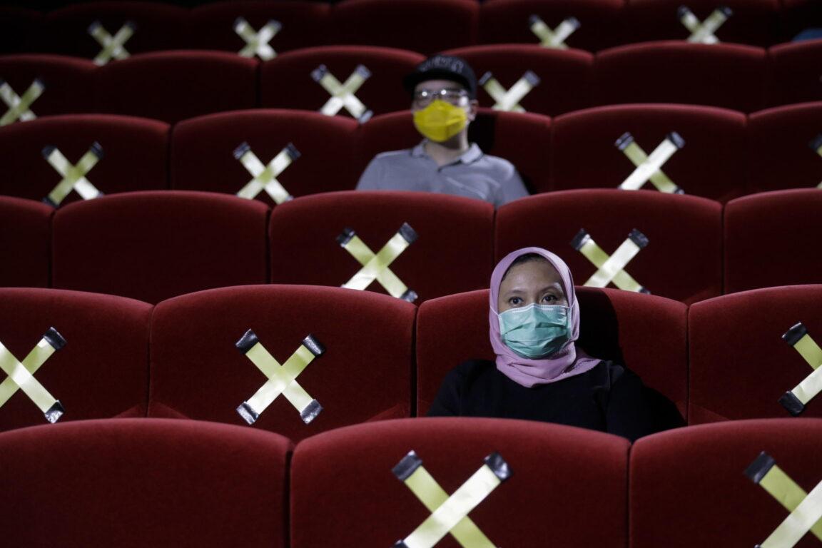 Distanza di sicurezza in un cinema, Giacarta, Indonesia