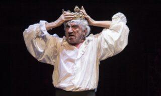 Gigi Proietti nei panni di Edmun Kean dell'Otello di Shakespeare