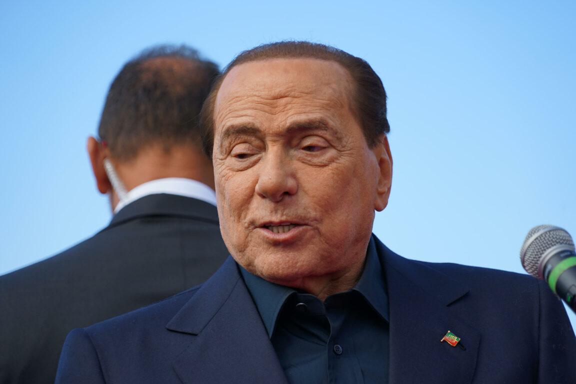 Silvio Berlusconi è stato dimesso dall'Ospedale San Raffaele di Milano. Tajani: «Ansioso di tornare in attività»