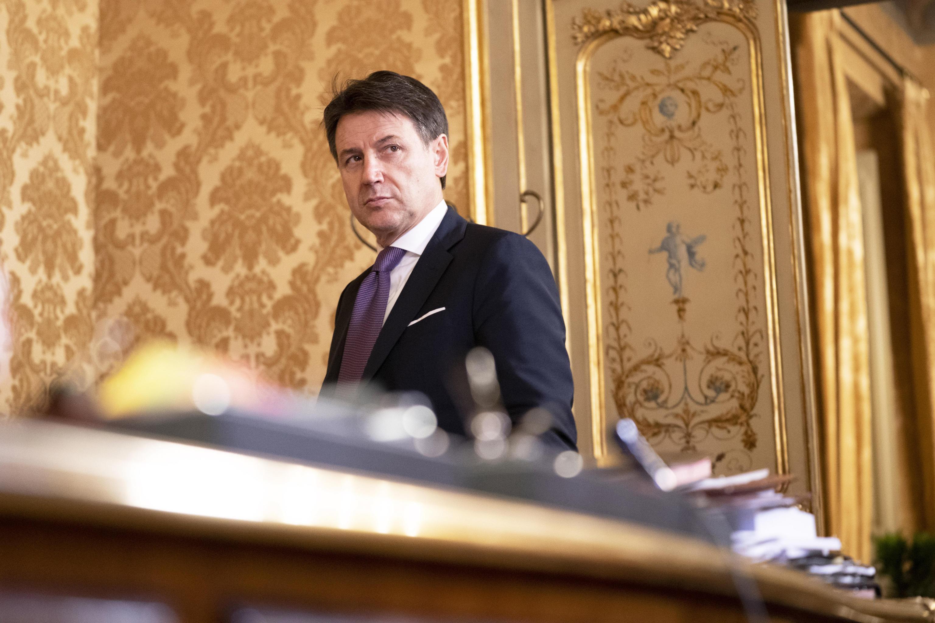 Conte si è dimesso. Ora la crisi è nelle mani di Mattarella. Consultazioni fino a venerdì – La diretta