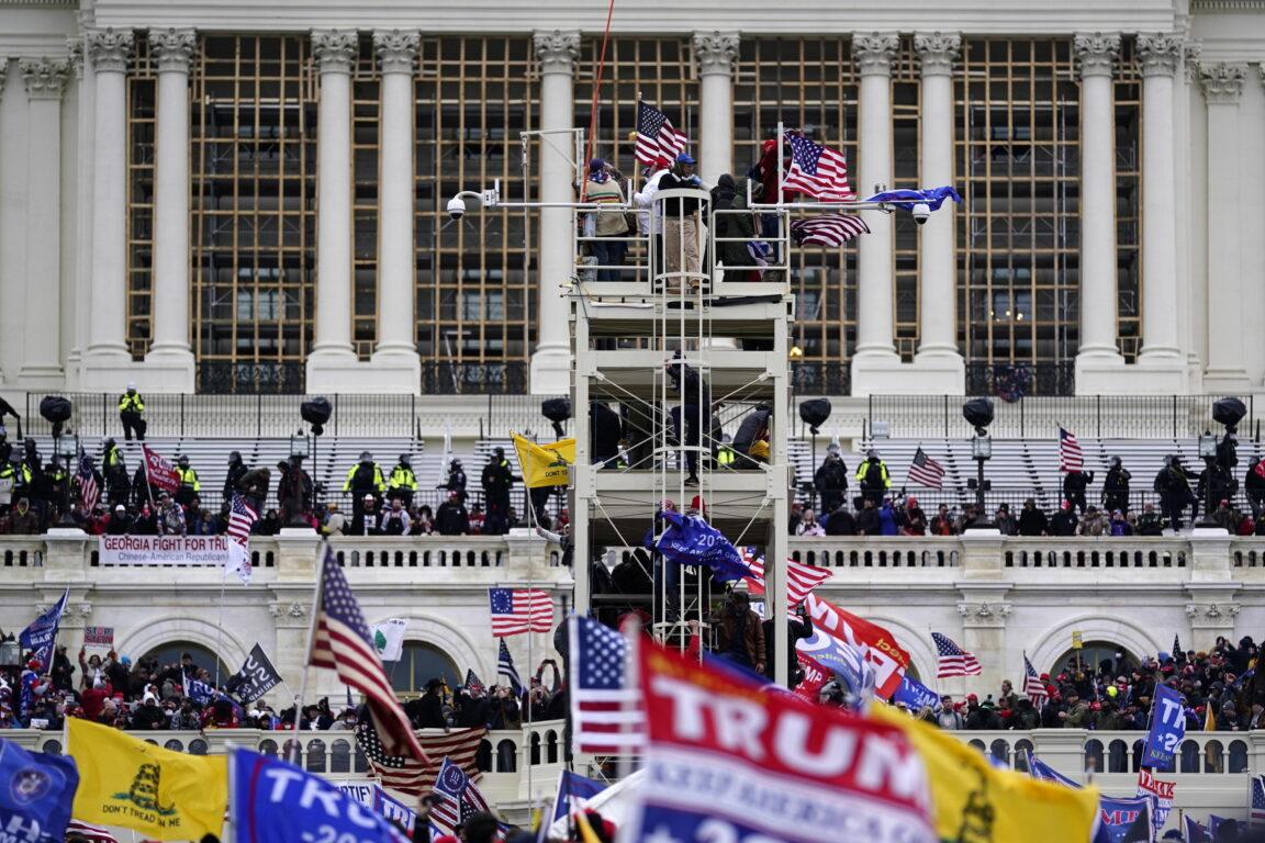 Il Congresso certifica la vittoria di Joe Biden dopo l'assalto al Campidoglio