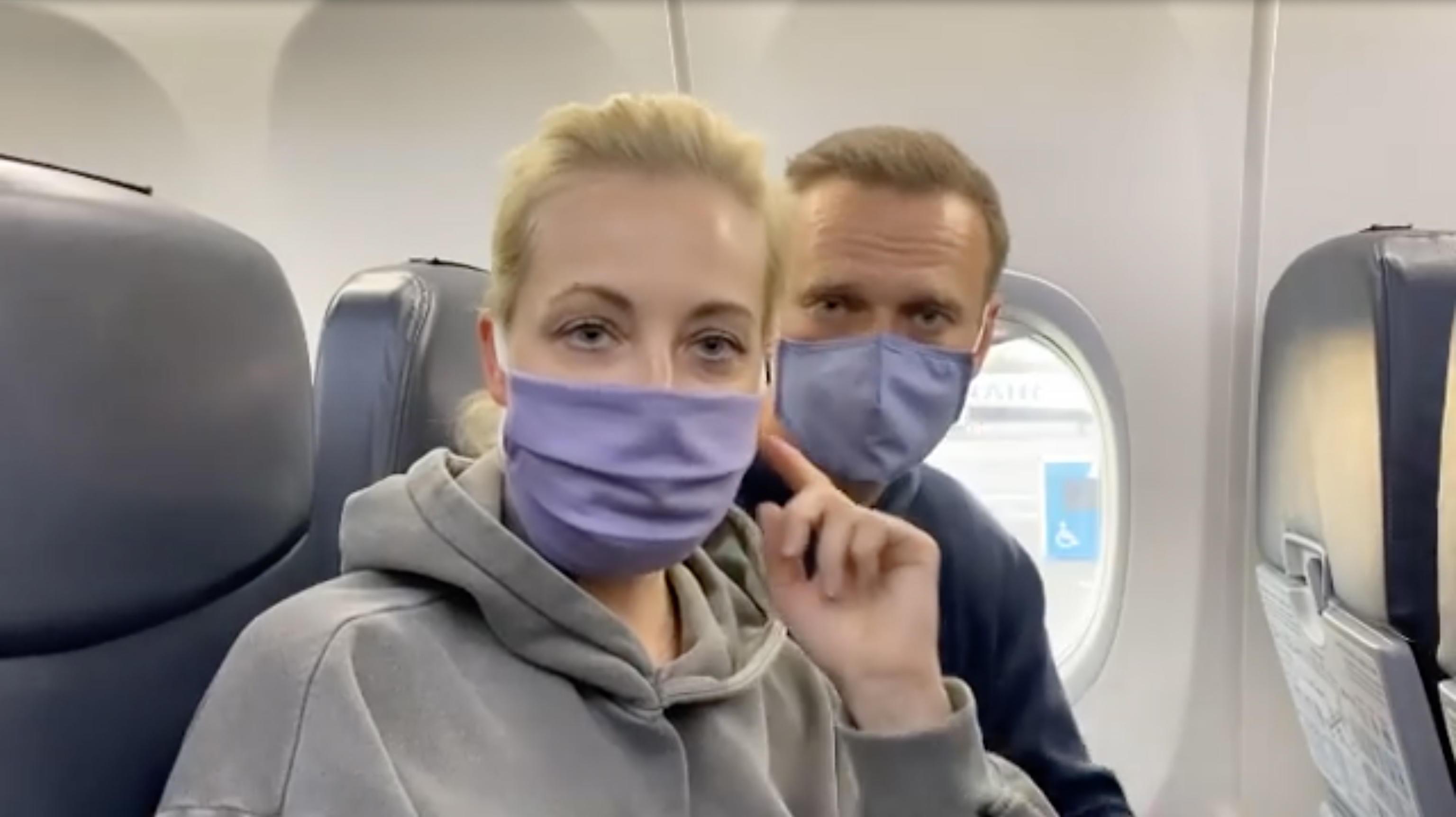 Russia, fermato all'aeroporto di Mosca Alexei Navalny. Biden chiede la liberazione immediata. Michel: «Inaccettabile»