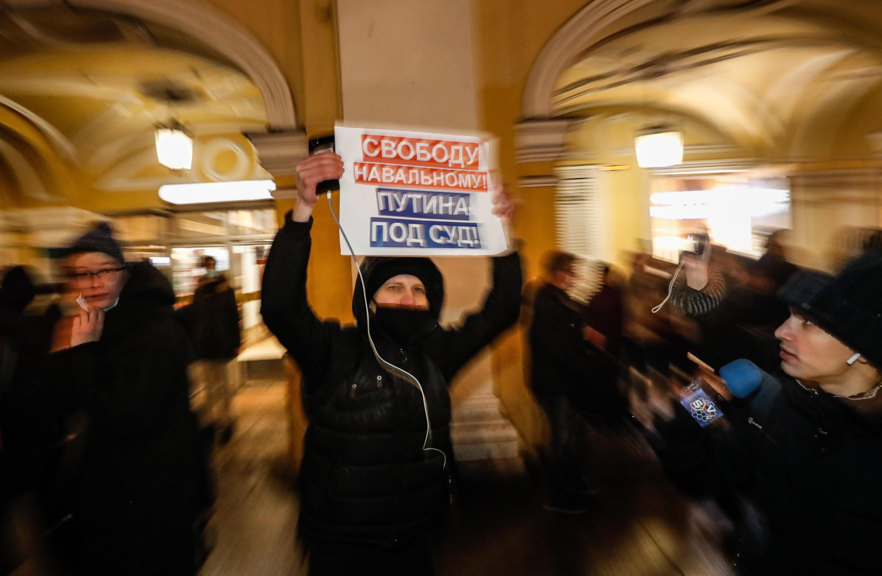 Il coordinatore del quartier generale di Navalny a Mosca: «Così sono sfuggito all'arresto. Ma domani scenderò in piazza» – L'intervista