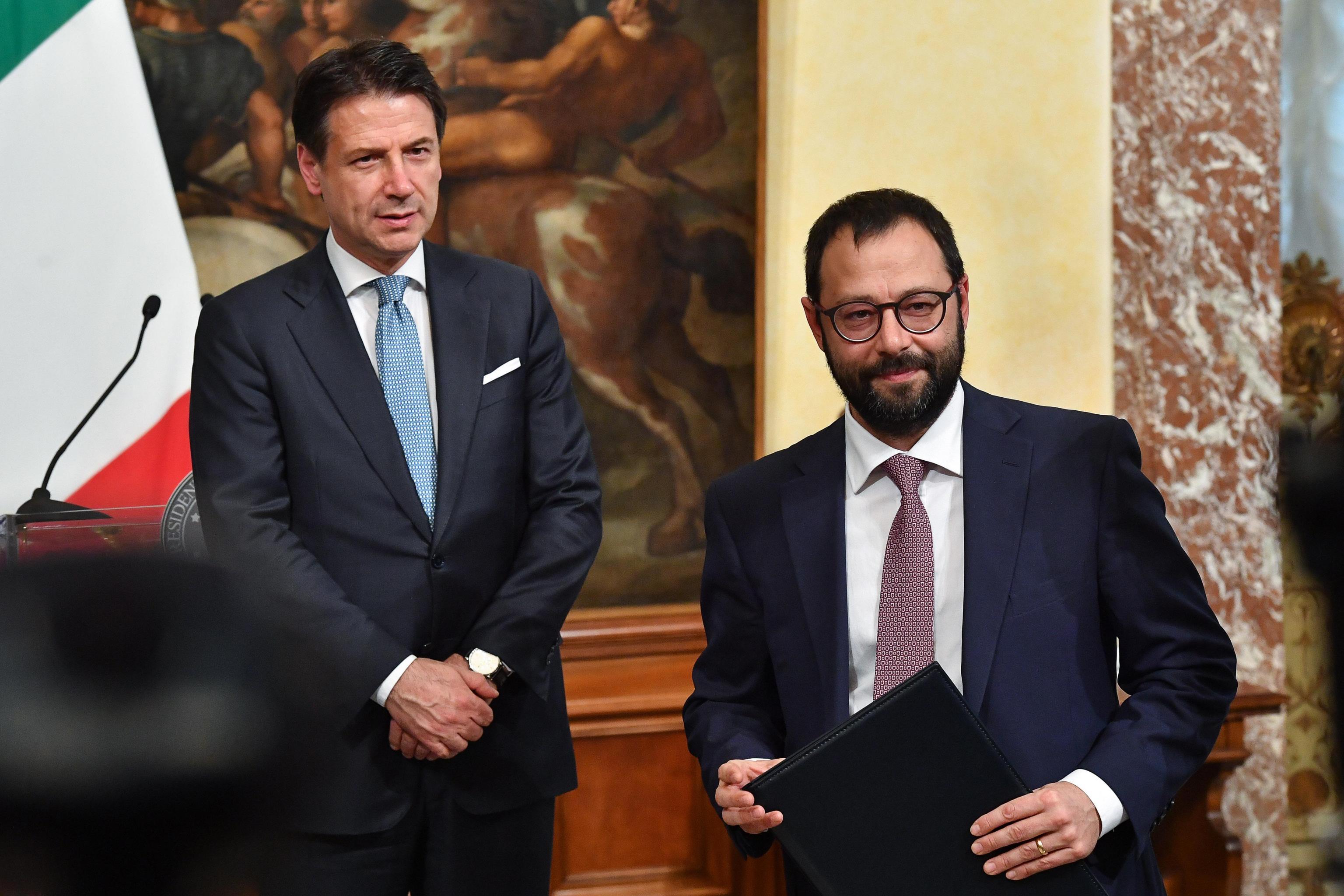 Dalla scelta di centrosinistra alla legge salva Mediaset, ecco perché per sostituire Conte spunta il nome dell'ingegnere Cinquestelle Patuanelli