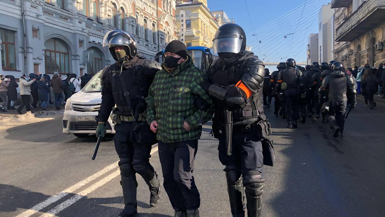 I sostenitori di Navalny in piazza sfidano gli avvertimenti di Mosca, raffica di arresti: 174 fermati in almeno 20 città