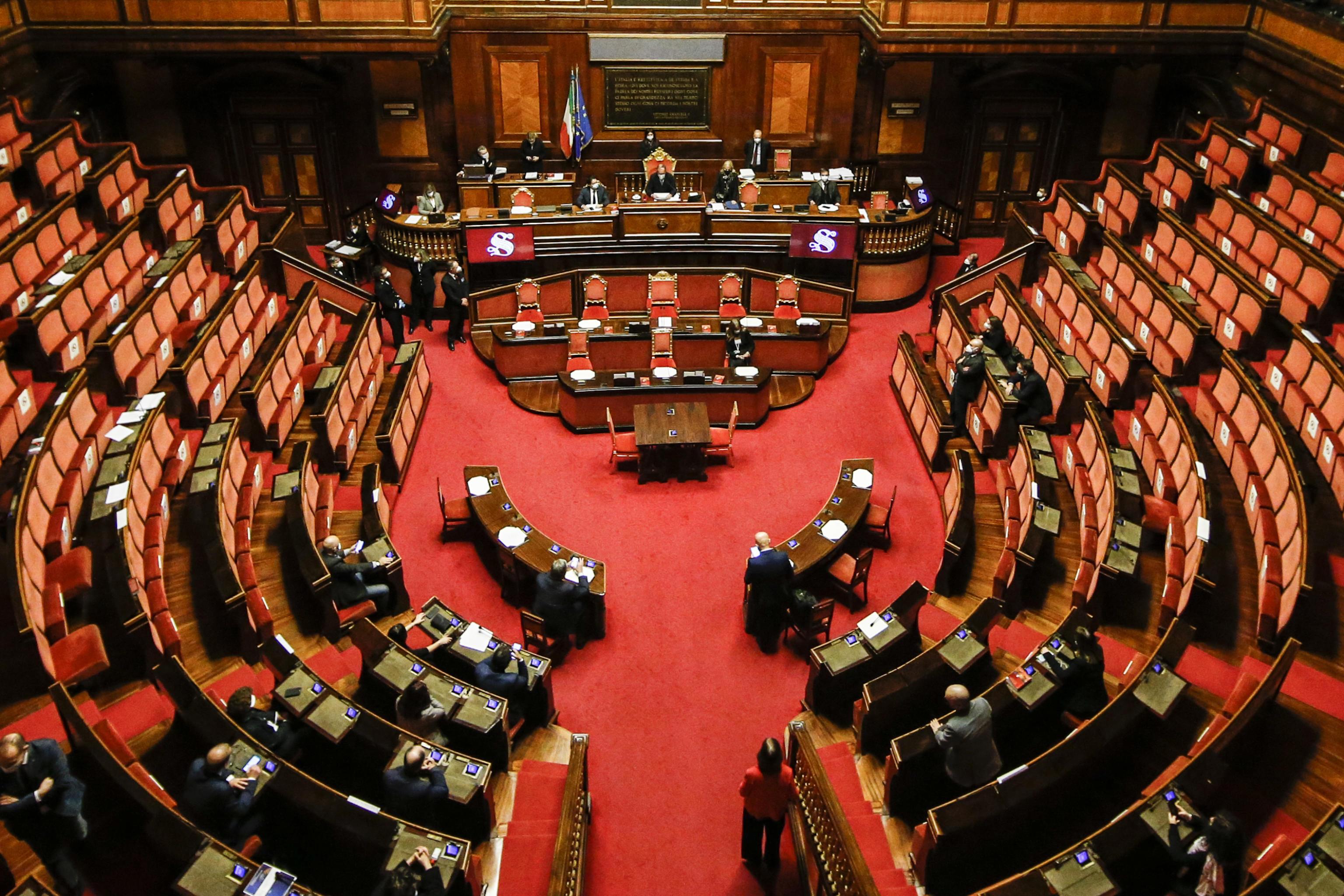 Via libera allo scostamento di bilancio. Italia viva: «La nostra è un'apertura al dialogo, ma ora basta coi provvedimenti tampone»