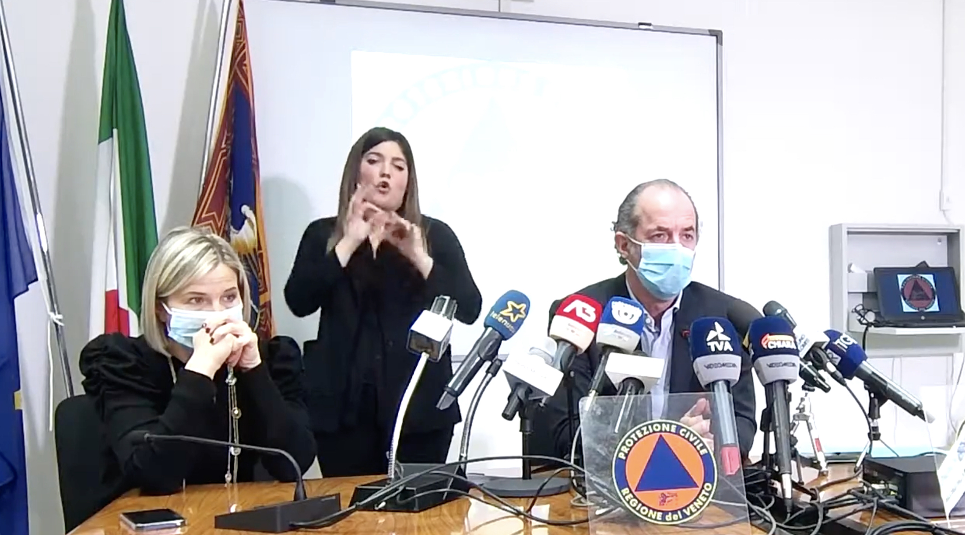 Coronavirus, in Veneto 75 decessi in 24 ore. Zaia: «Forse la terza ondata qui da noi è passata» – Il video