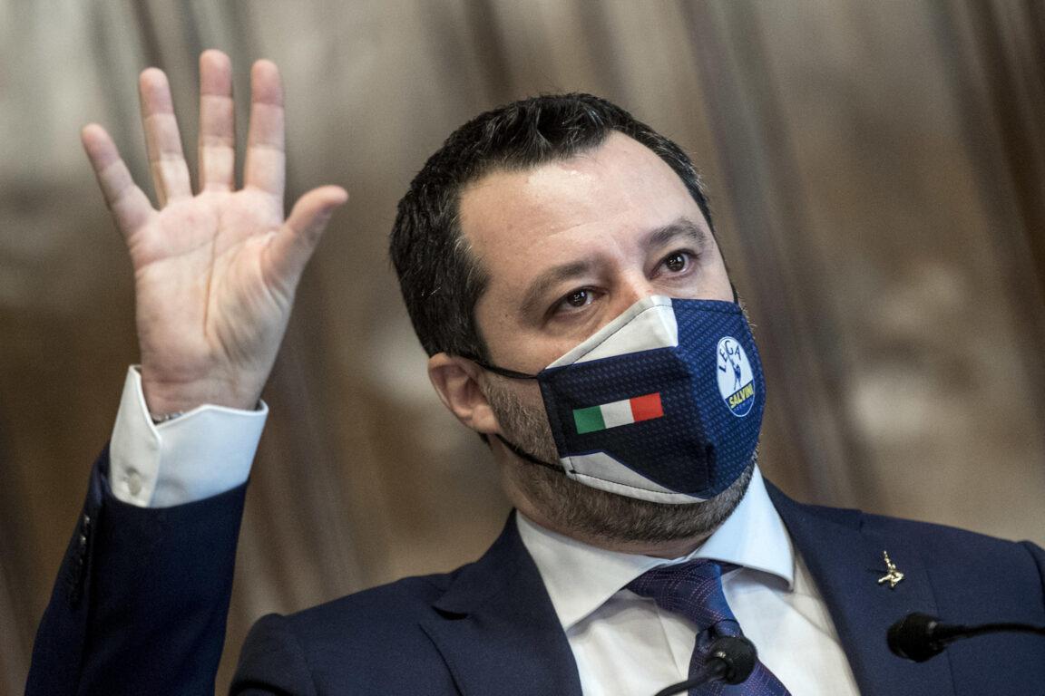 Salvini chiede a Draghi di riaprire:
