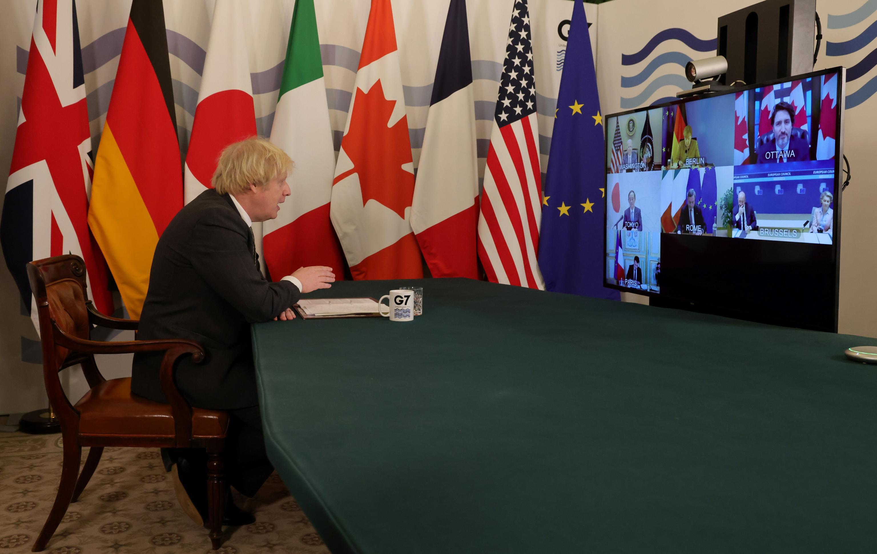 Johnson saluta i leader del G7    Merkel dimentica acceso il microfono    «Angela    ci senti? Metti il muto» – Il video