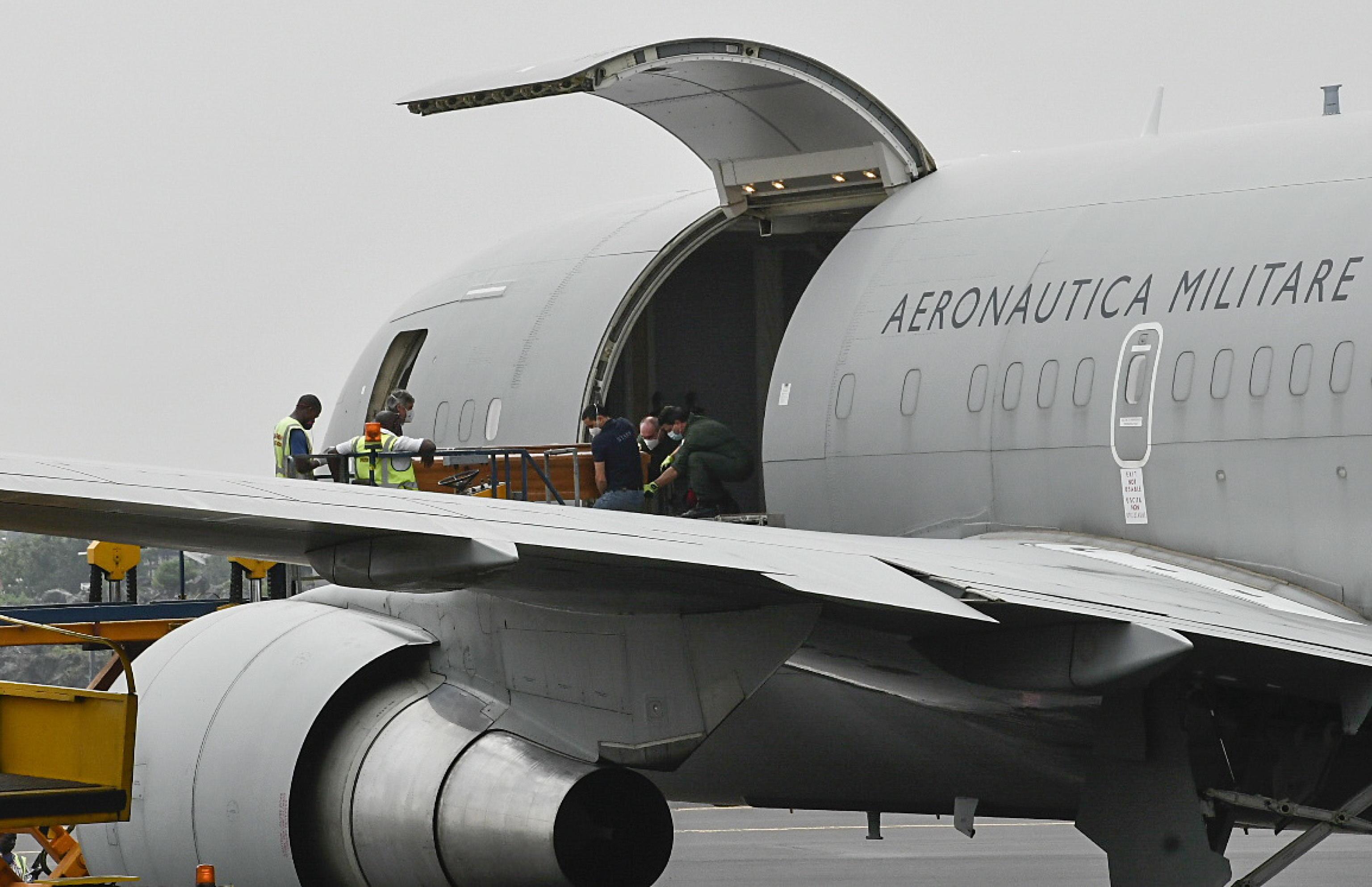 Attacco in Congo |  le salme di Attanasio e di Iacovacci sono in Italia  I funerali dell'ambasciatore e del carabiniere giovedì a Roma