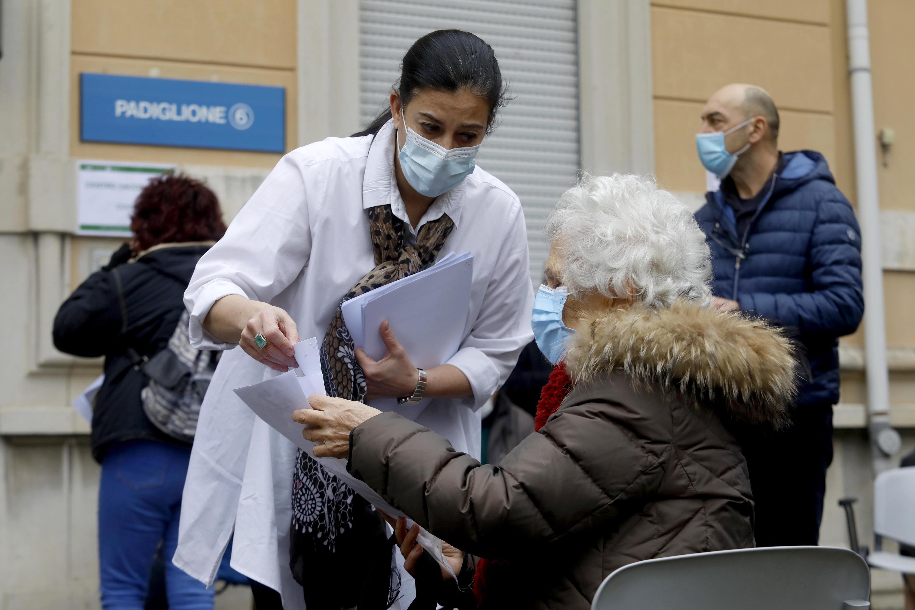 Richiamo con vaccino diverso: da domani si parte in Lombardia. Cosa cambia