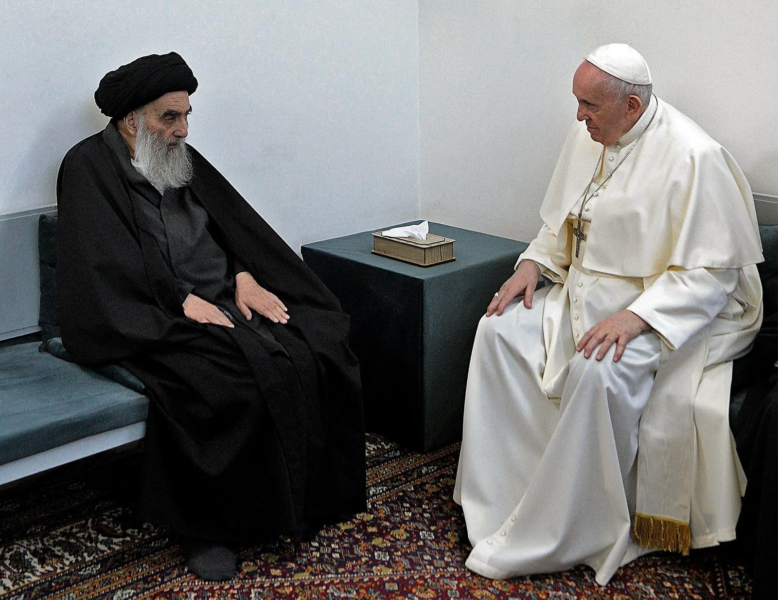 Iraq, Papa Francesco ha incontrato l'ayatollah Alì al-Sistani: «Lo ringrazio per aver levato la sua voce in ...