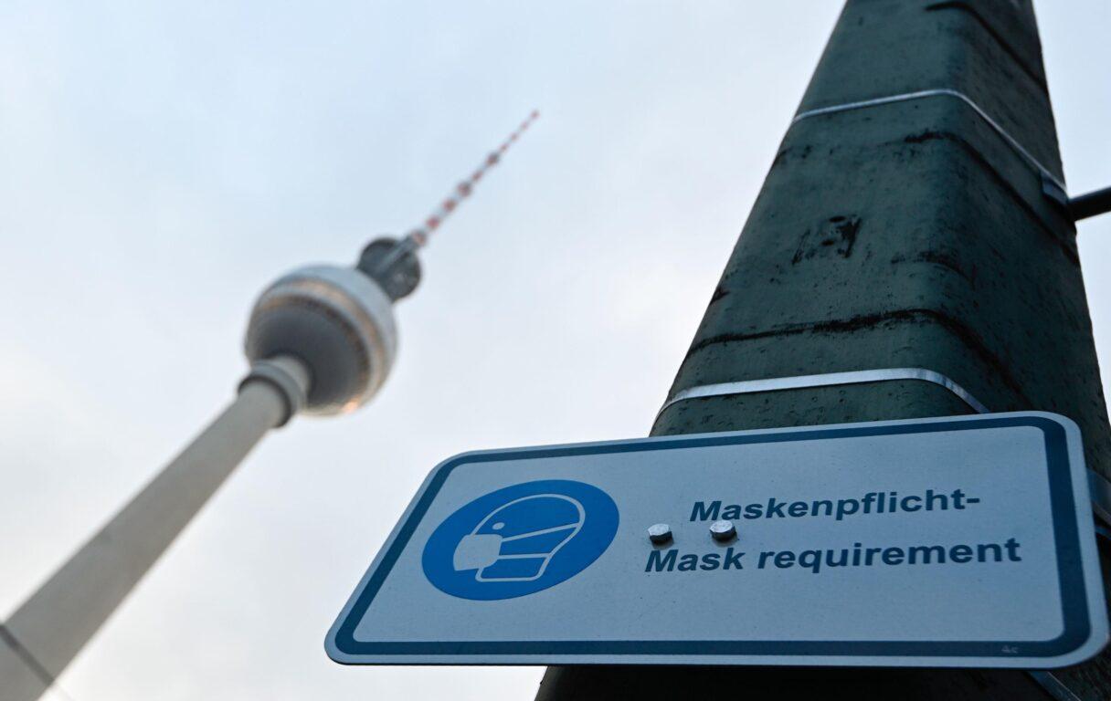 Tobias Schwarz  AFP | Segnaletica Covid a Berlino