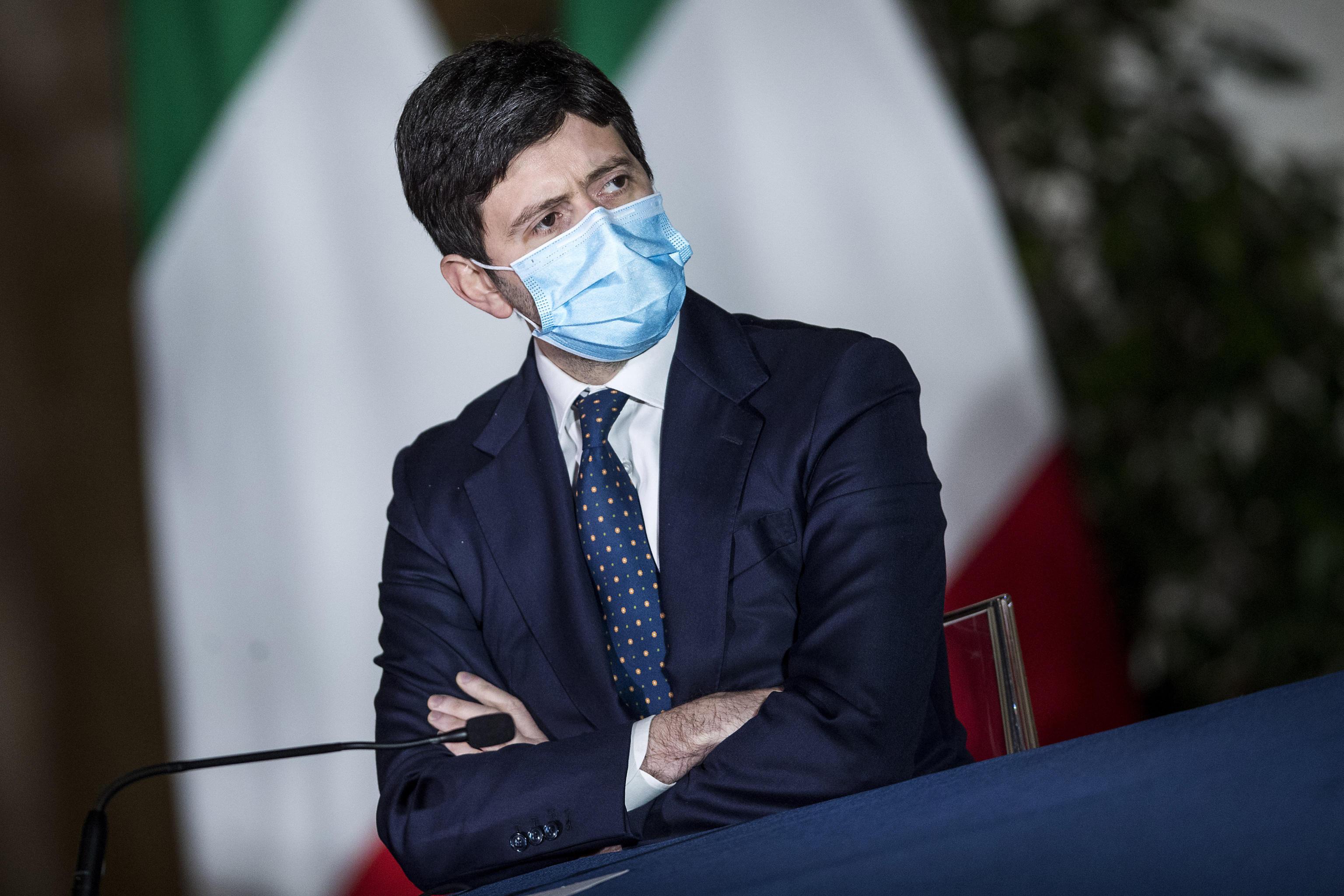 Piano pandemico, la versione di Speranza: «Il dossier ritirato? Decisione dell'Oms, non del governo»