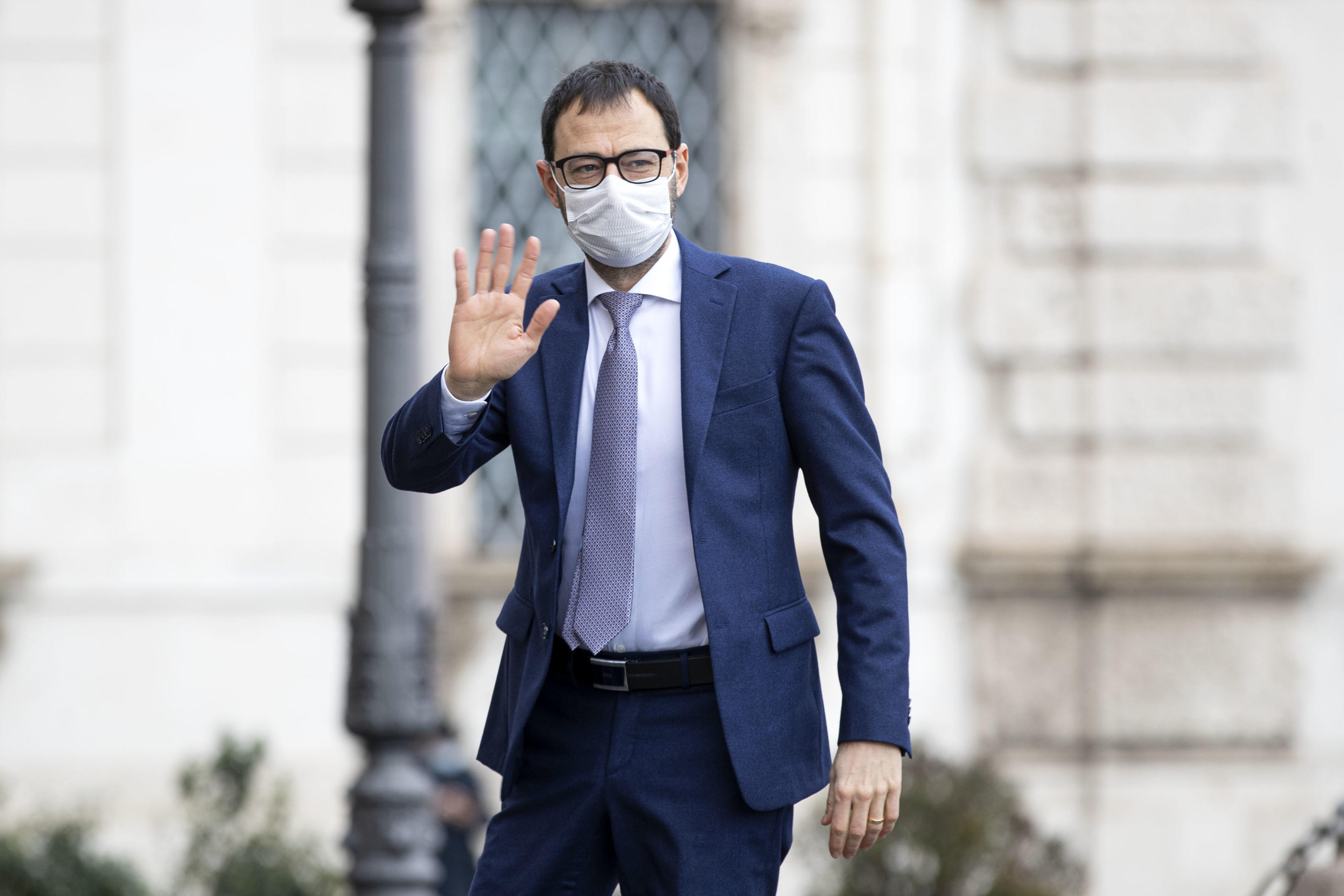 Patuanelli (M5s) rompe con Casaleggio: «Se vuole fare politica lo dica, le prospettive non coincidono»