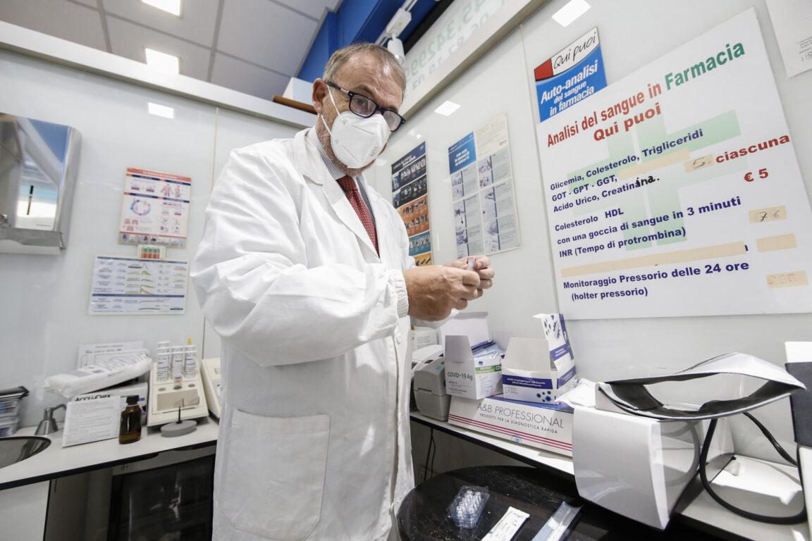 Speranza firma intesa regioni e farmacisti per vaccinazioni - Salute & Benessere