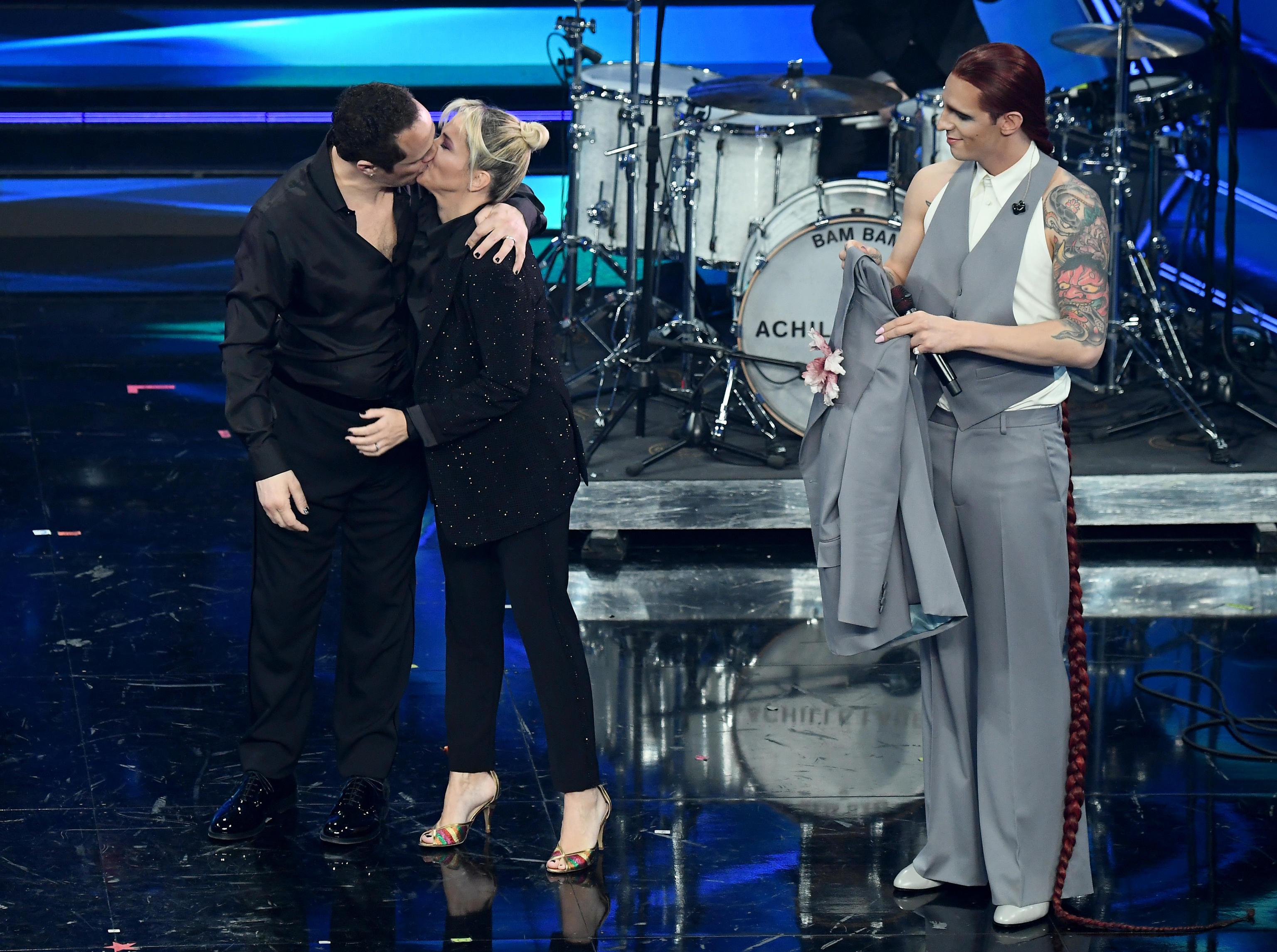 Sanremo 2021, Ibra ricorda Astori a tre anni dalla morte. Arriva Achille Lauro: l'omaggio a Mina