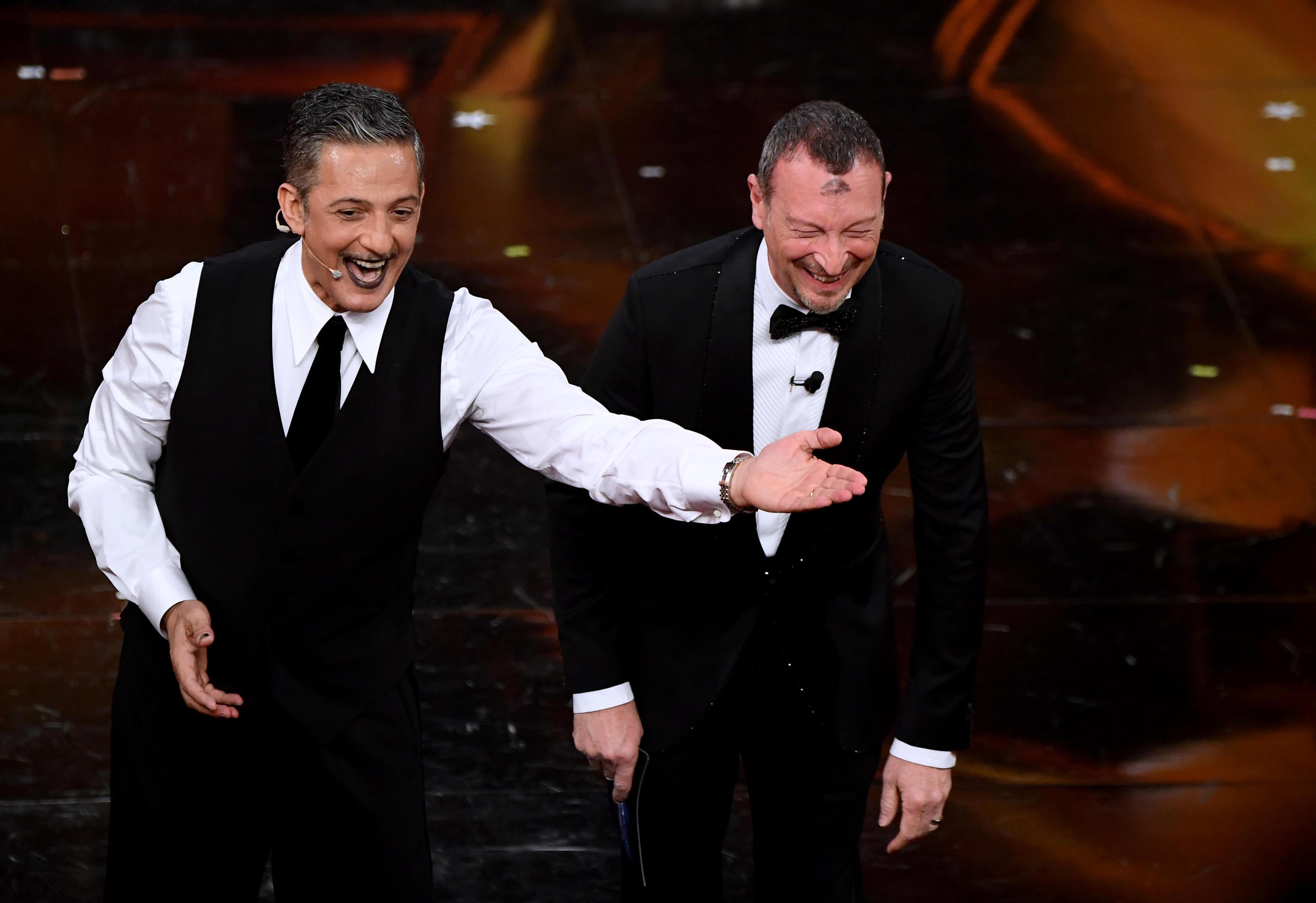 Sanremo 2021, Fiorello scherza su Draghi: «È come la Merkel, ma con la cravatta» – Il video
