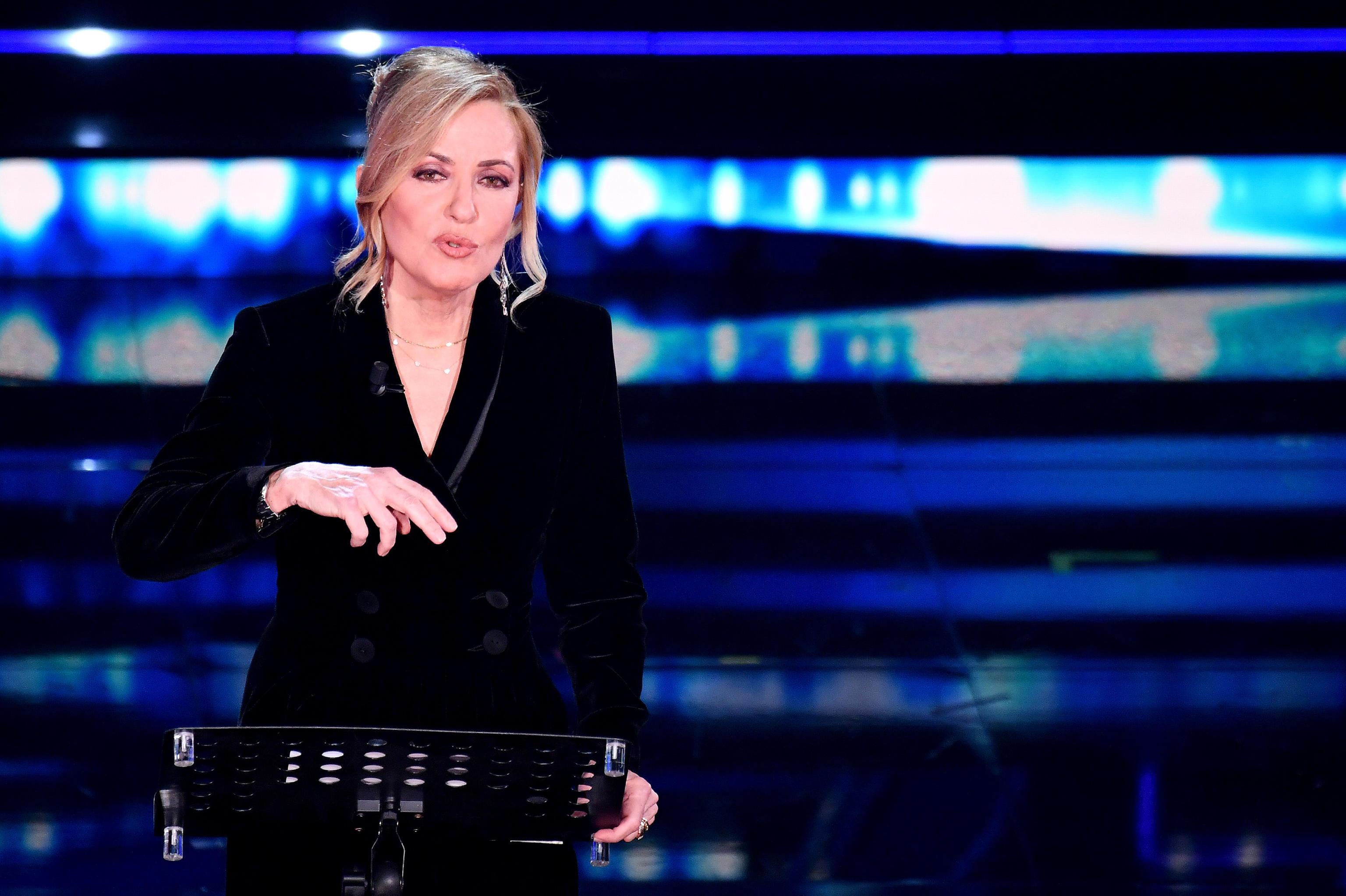 Il monologo di Barbara Palombelli a Sanremo: «Ragazze ribellatevi sempre, non vi fermate e andate incontro al futuro» – Il video