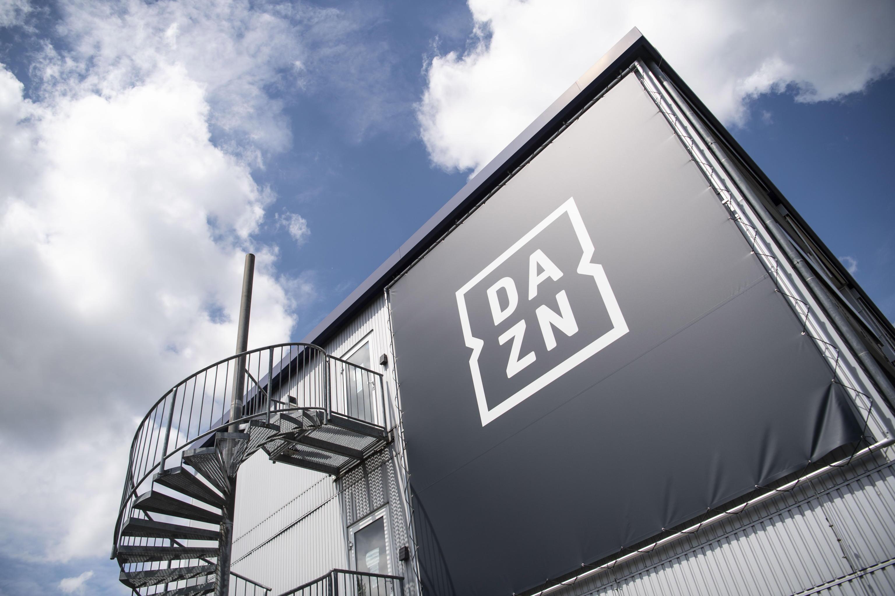 Dazn respinge l'offerta da 500 milioni di Sky sui diritti tv: la serie A  per ora resta solo in streaming - Open