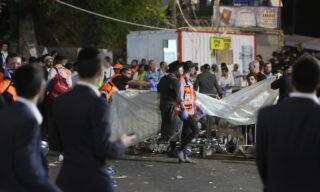 EPA/DAVID COHEN | I soccorsi dopo l'incidente sul monte Meron in Galilea