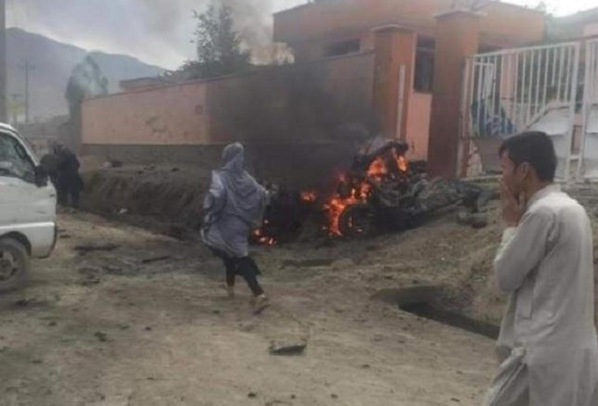 Afghanistan, attacco fuori da una scuola a Kabul: almeno 40 vittime e oltre 50 feriti – Le immagini