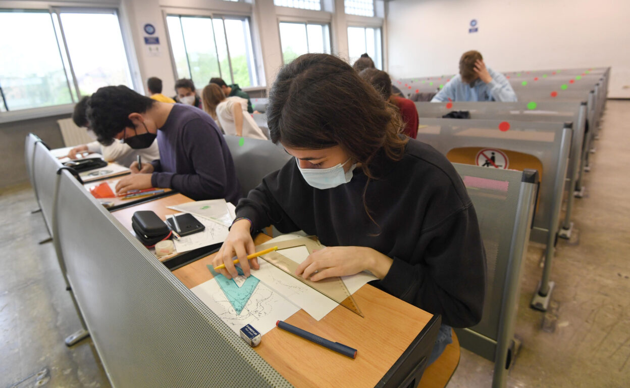 Scuola | Cts| «Il ritorno in presenza è fondamentale| si varino misure per vaccinare insegnanti e personale»