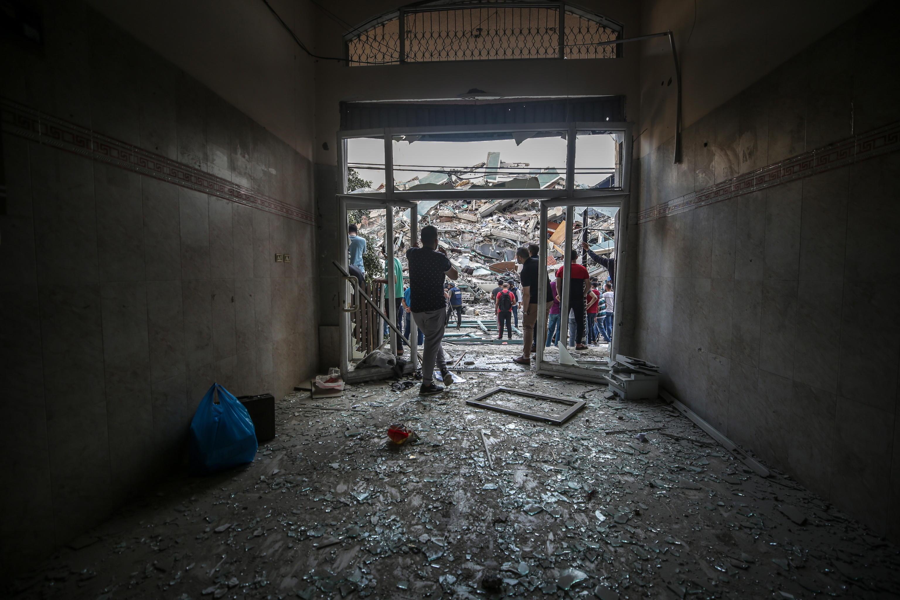 Gaza, Netanyahu difende l'attacco all'edificio dei media: «Obiettivo legittimo. Informazioni condivise con gli Stati Uniti»