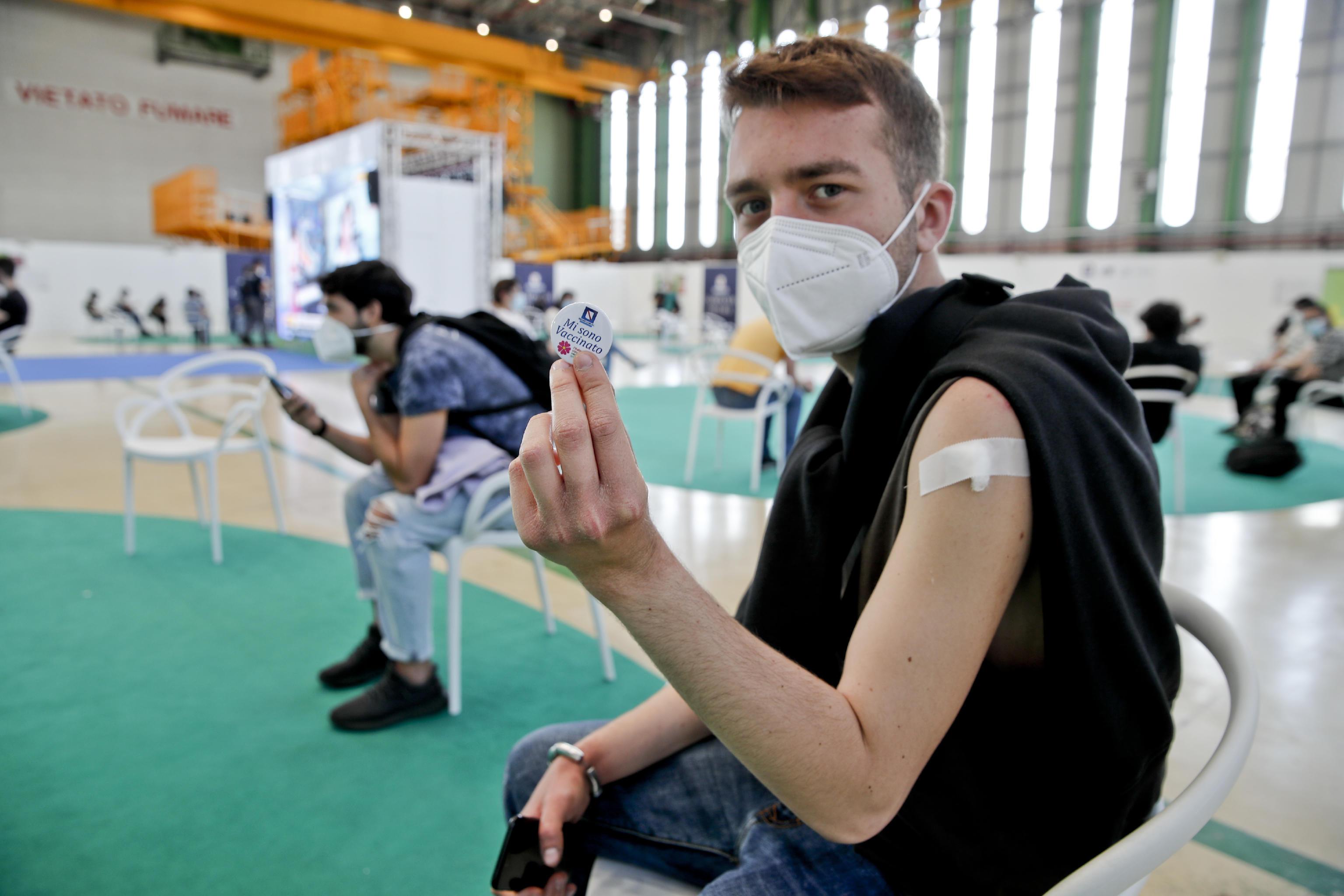 Vaccinazioni, la Regione Lombardia: seconda dose eterologa per gli under 60 in base alla disponibilità
