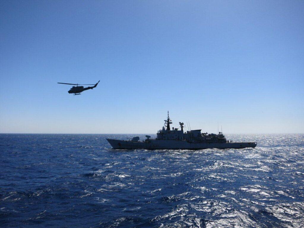 Pescherecci di Mazara mitragliati dalla guardia costiera libica. Ferito il comandante