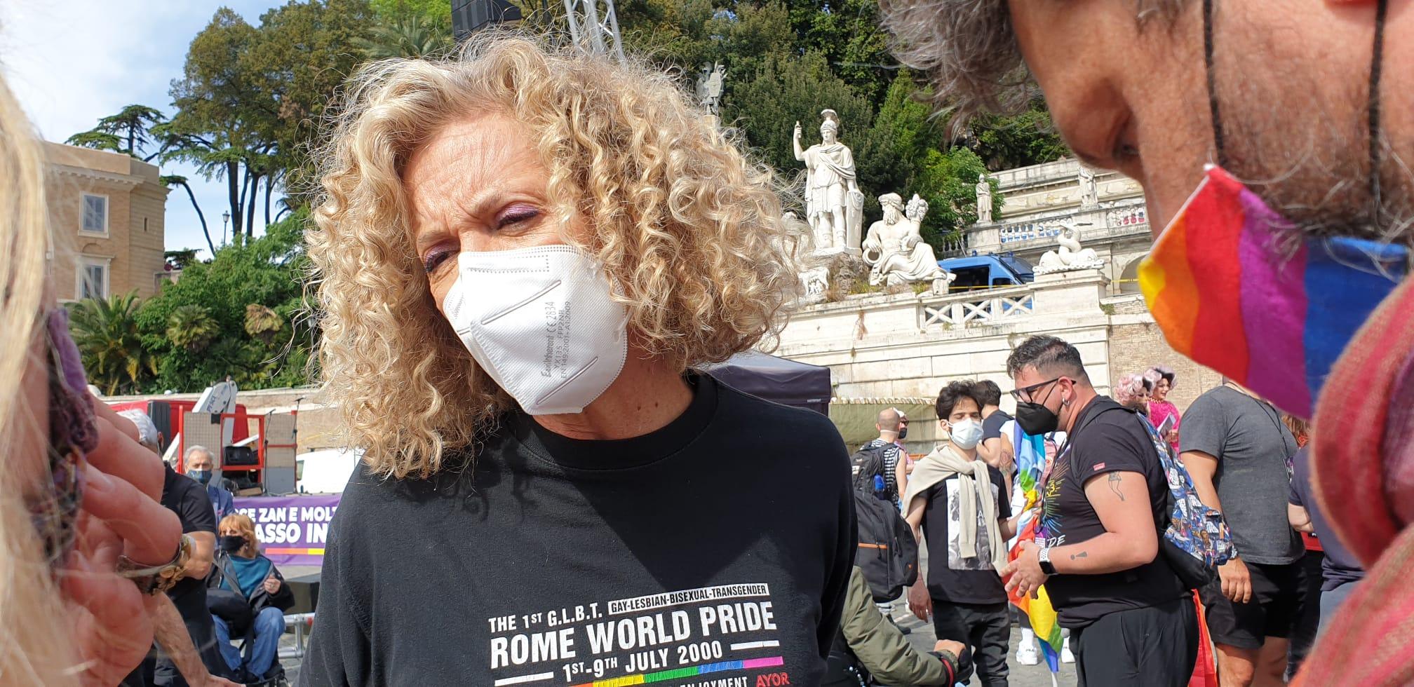 Monica Cirinnà alla manifestazione pro legge Zan: «L'Italia è più avanti del Parlamento» – Il video