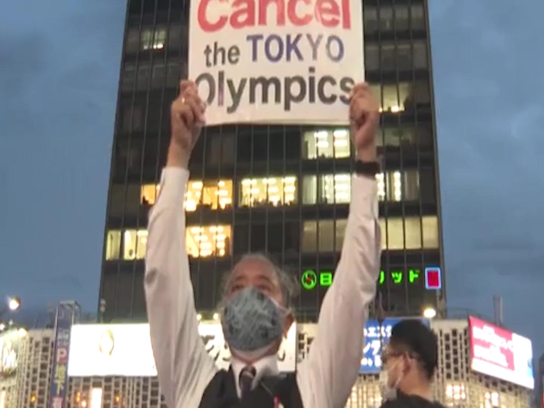 Olimpiadi, proteste a Tokyo contro i Giochi: l'80% dei giapponesi vorrebbe che fossero cancellati – Il video