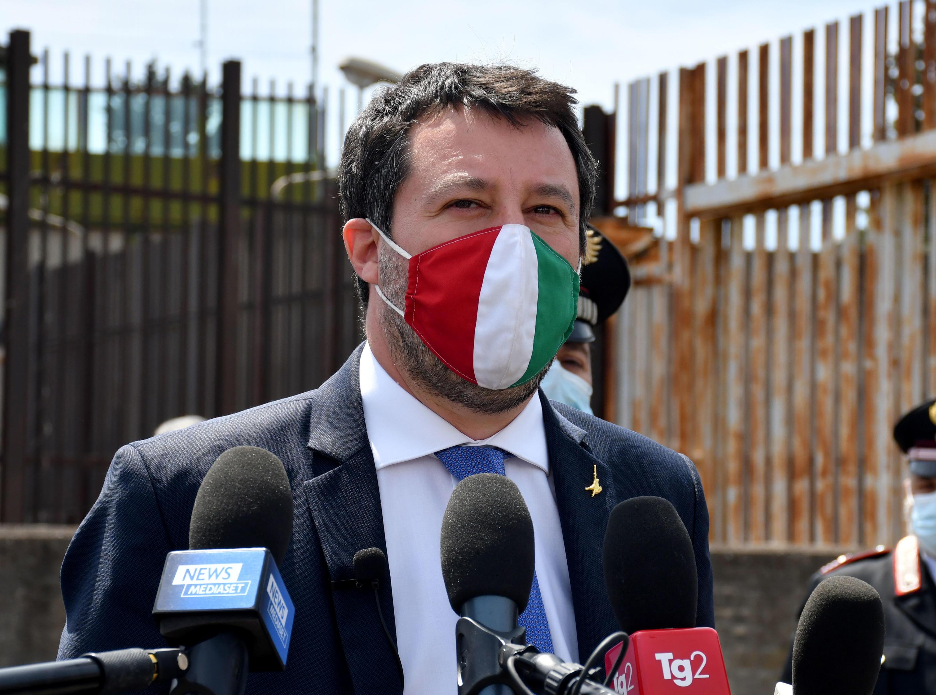 Ancora scontro tra Letta e Salvini. Il segretario della Lega risponde: «Pd e Grillo ci vogliono fuori, ma non si illudano»