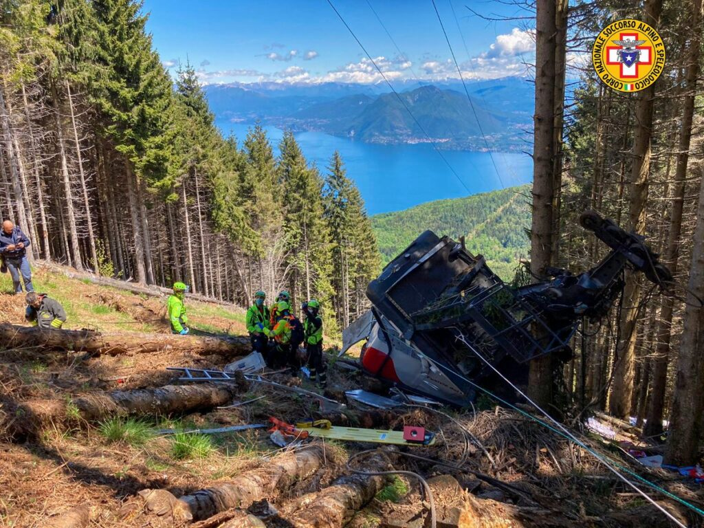 Piemonte, cade una cabina della funivia Stresa-Mottarone